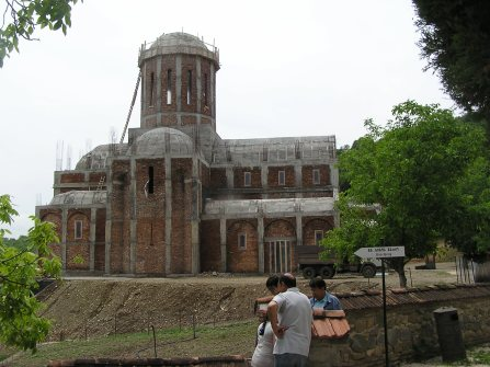 Bodbe's large church is being re-built
