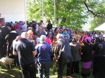 People outside the church at Pak'a