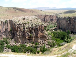 This canyon reminds me of northern Arizona