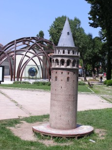 Model of Gelata tower in front of the museum of arab math and science
